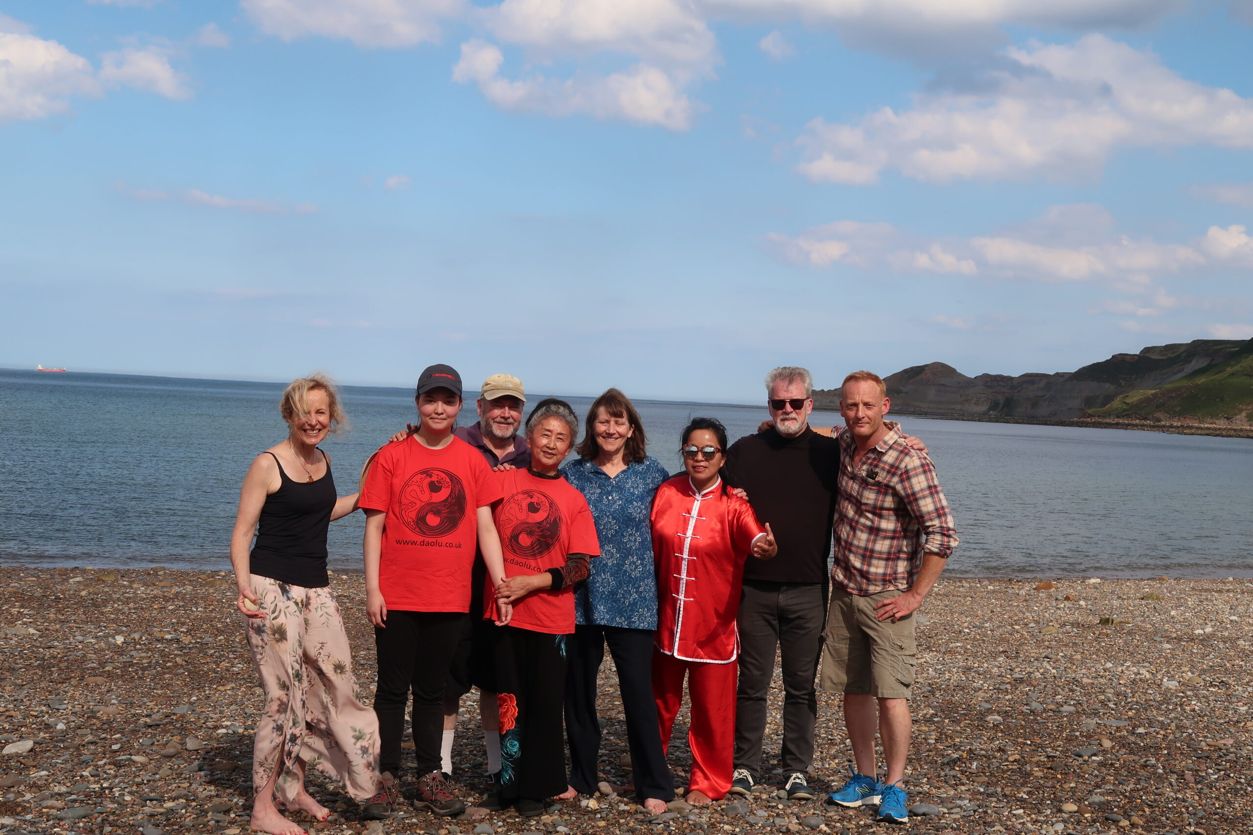 20190830 Group photo on beach with Sara and Marianne in Aug 2019